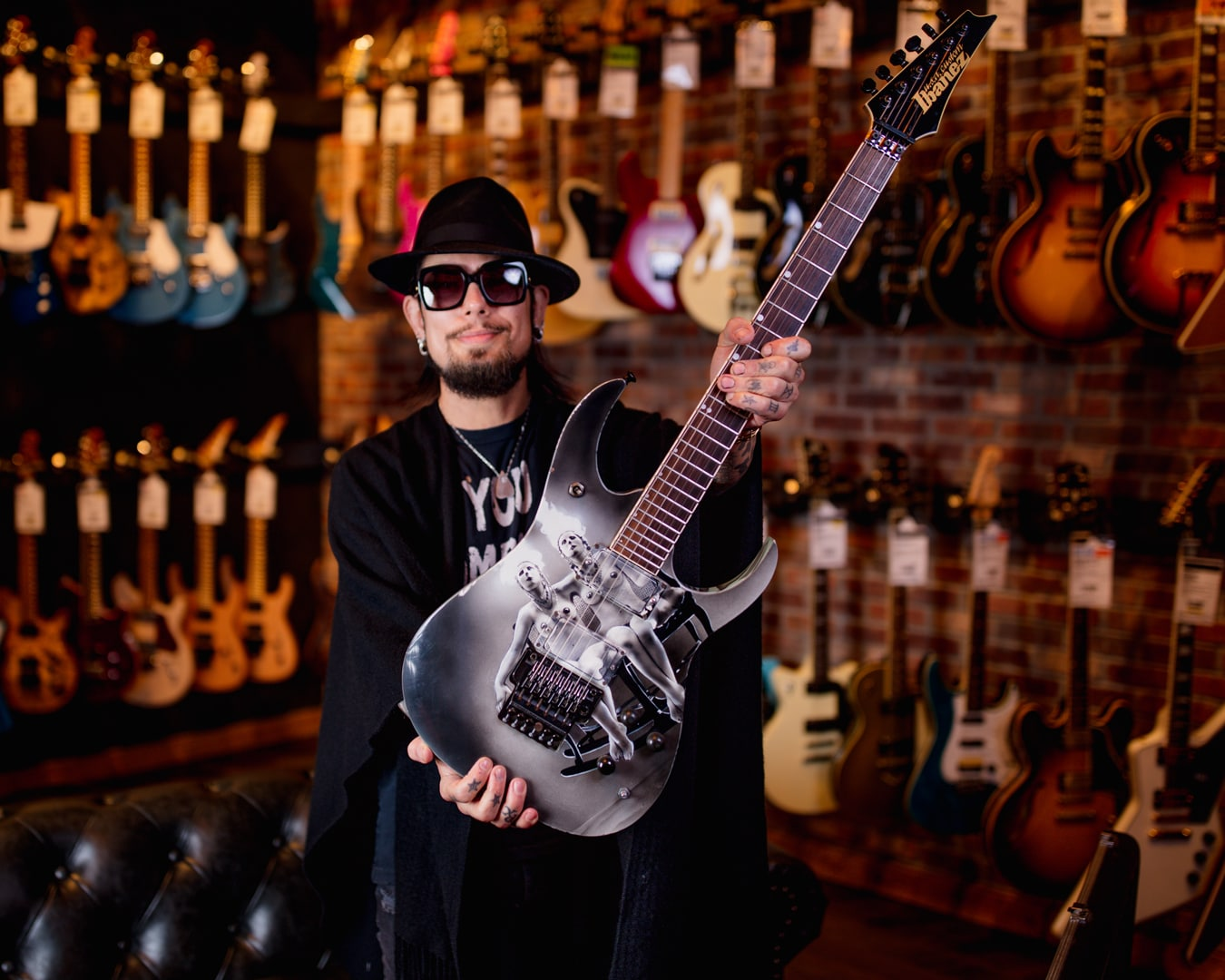 Dave Navarro Shows Off His Ibanez Nothing's Shocking Guitar