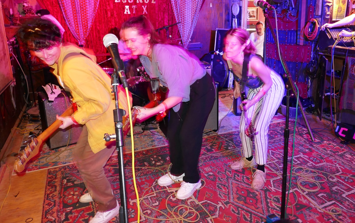 Hinds playing live at SXSW