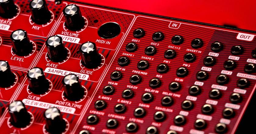 NEUTRON Paraphonic Analog and Semi-Modular Synthesizer